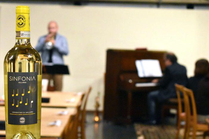 写真は、先日行われたISOLACARAのイベントリハーサル風景。イタリア人トランペット奏者マルコ・ヴェッツォーゾさんのジャズ生演奏をブッフェ形式の食事とともに鑑賞する秋の夕べ~イタリアンビュッフェ&ジャズナイト。