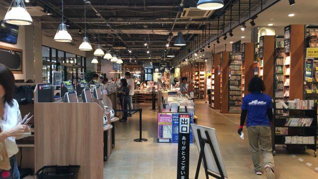 【志免TSUTAYA】TSUTAYA BOOK GARAGE福岡志免(ツタヤブックガレージ)でも本にはまって3時間。人気パン屋フルフル、ハニー珈琲もあるよ(福岡志免/書店・パン屋)